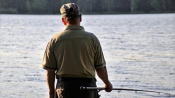 釣魚用力過猛...岳父遭撞落海!他再邀約被神回
