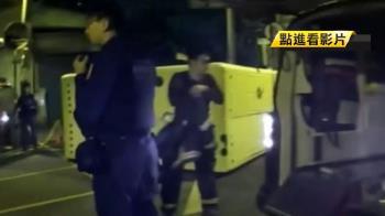 通緝犯持刀揚言自殘 與警僵持爬電桿跳下命危