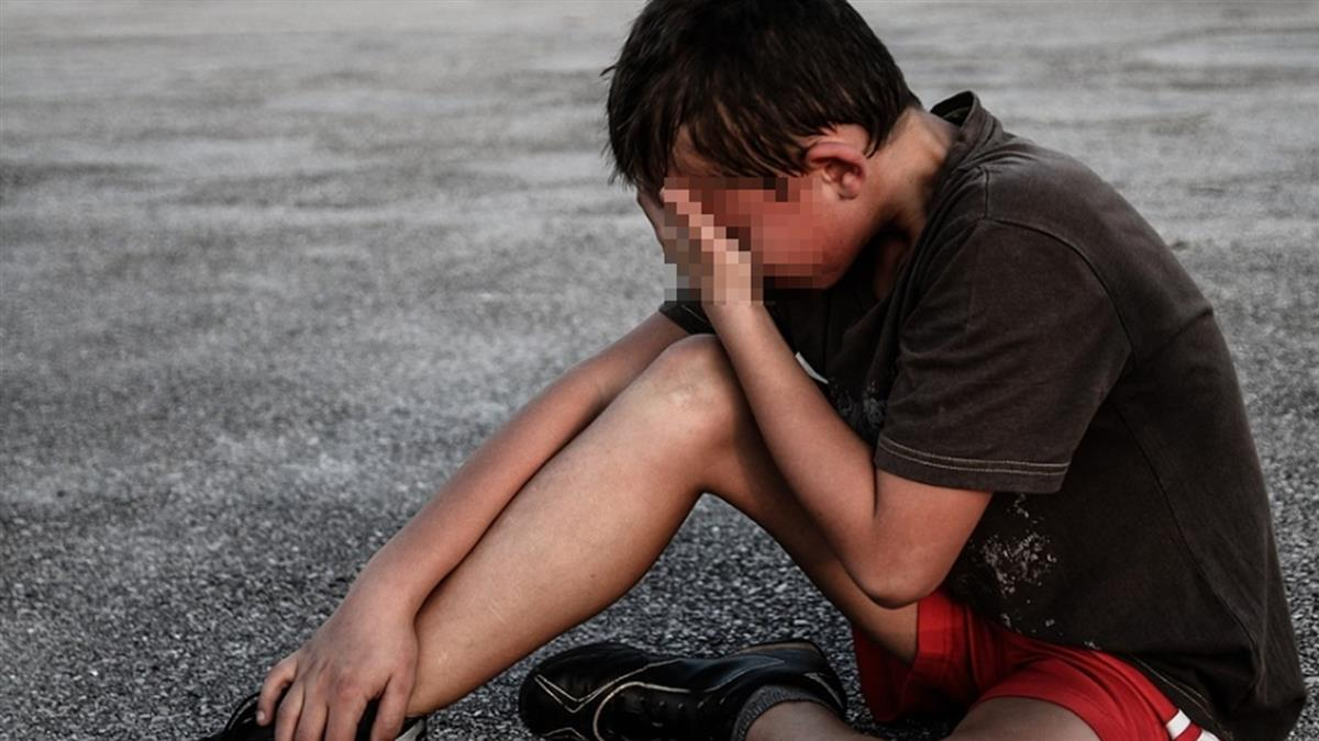 母遭繼父強壓痛毆!16歲兒拿菜刀砍…下場出爐