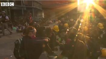 香港示威:理工大學遭包圍三天 有人疑地下渠逃走