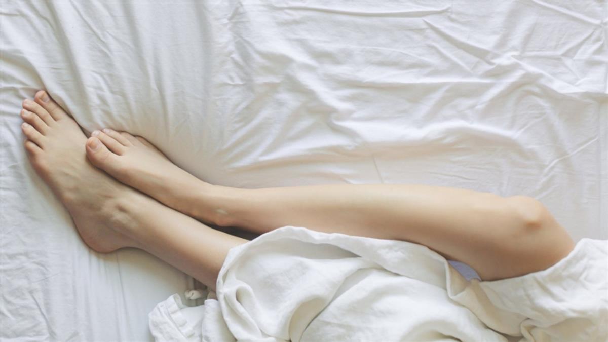 裸睡沒鎖門!嫩妹遭未來公公硬上…男友熟睡身旁