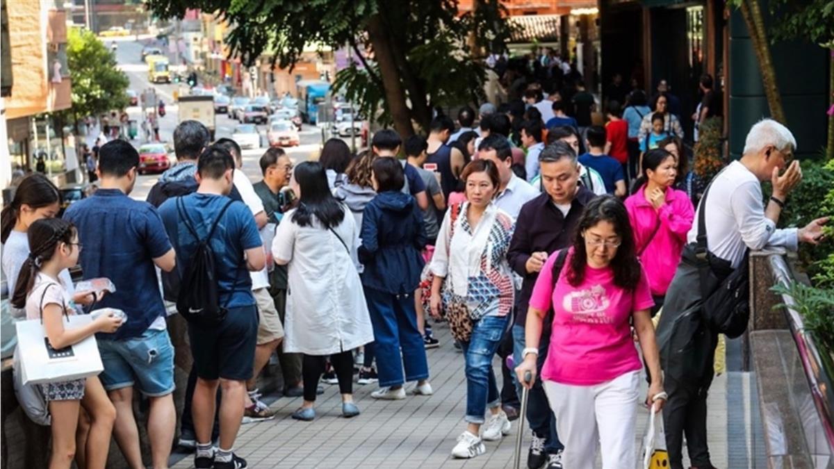 戰況膠著!香港區議會選舉 投票率破六成創史上最高