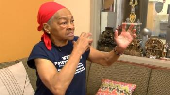 歹徒闖家門… 82歲健身嬤舉桌單挑:我很猛的