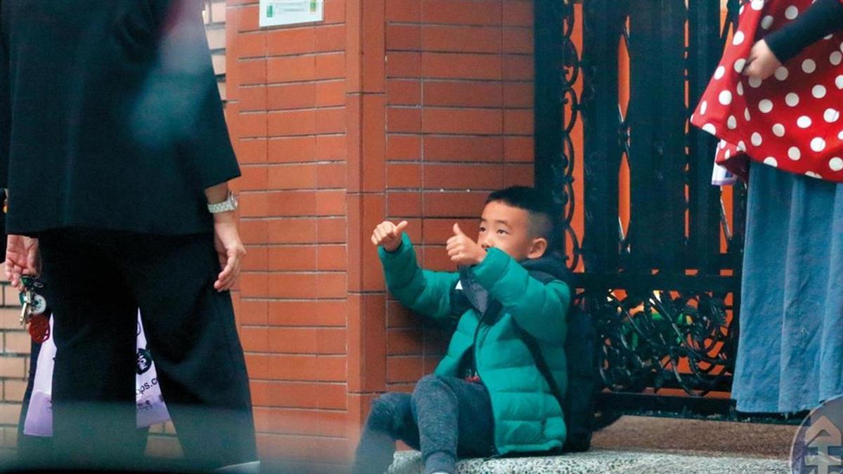 6歲Jasper離港來台 降級唸貴族學校…應采兒愛相陪