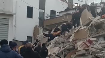 阿爾巴尼亞強震釀30死!搜救隊搶救雙胞胎女嬰