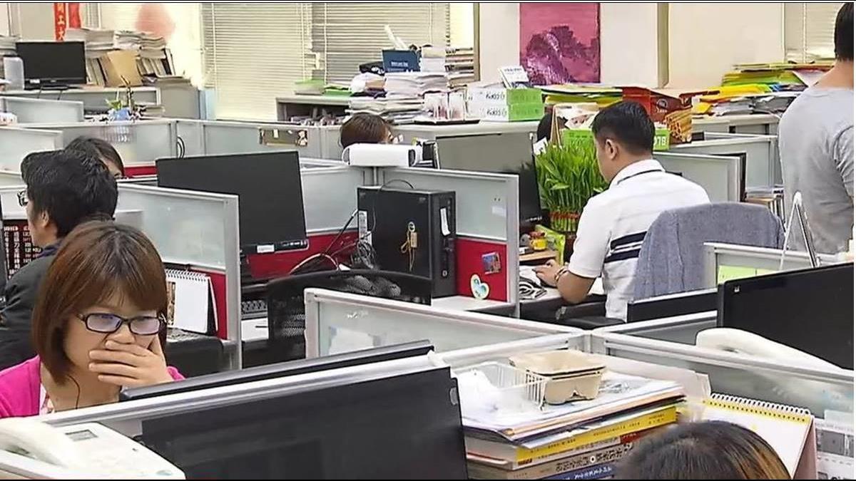 人力運用報告出爐!260萬人收入不滿3萬 72%失業者不滿待遇