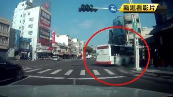 BRT公車轉彎擦撞機車 女騎士壓車輪下命危