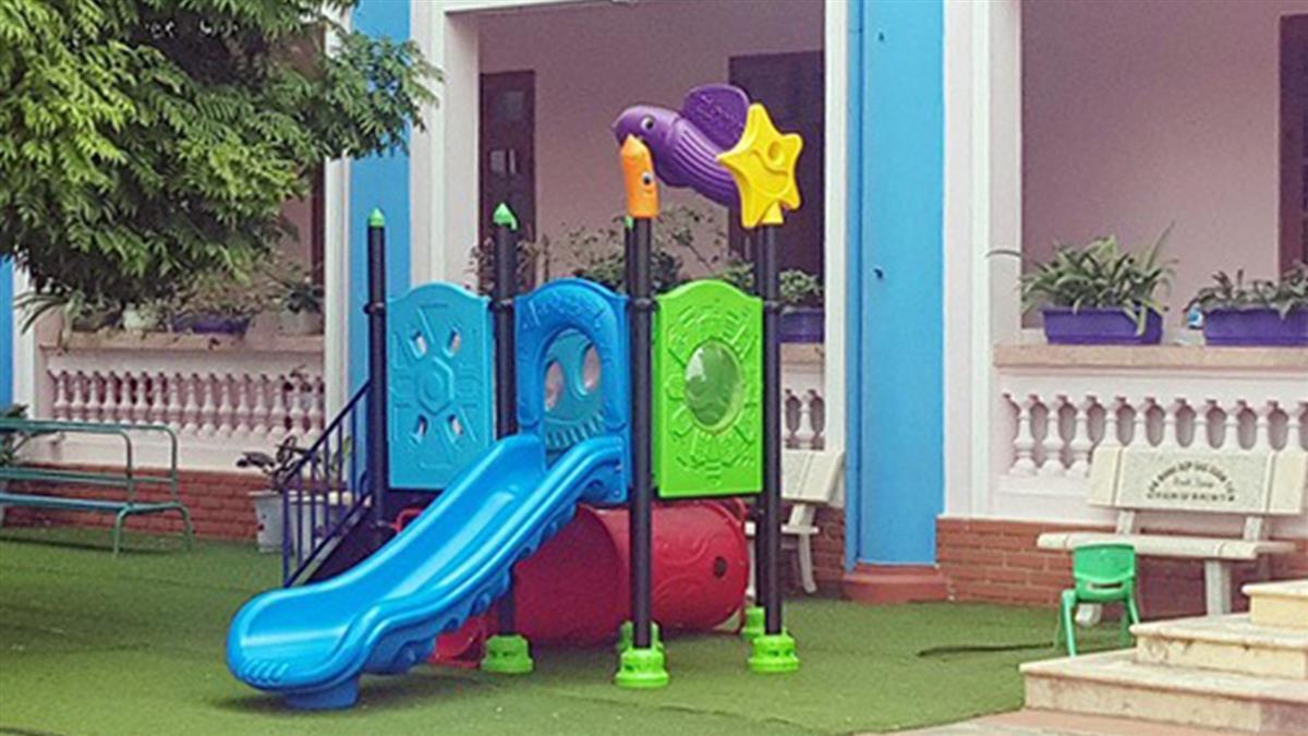 沒人發現!3歲童卡幼兒園溜滑梯慘死