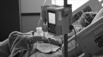 40歲女突急喘 照X光肺全白!醫:無病史