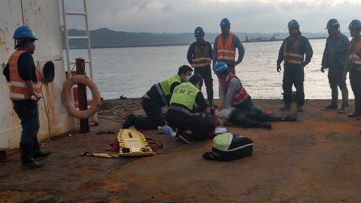 台北港嚴重工安意外!中油7移工落海 3命危