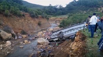 突尼西亞巴士墜崖 釀至少24死18人傷