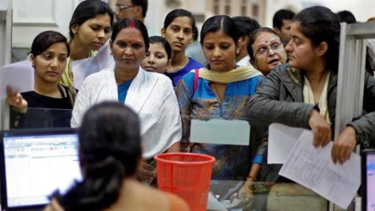 國際縱橫:印度「瘋狂主婦」擠兌私房錢