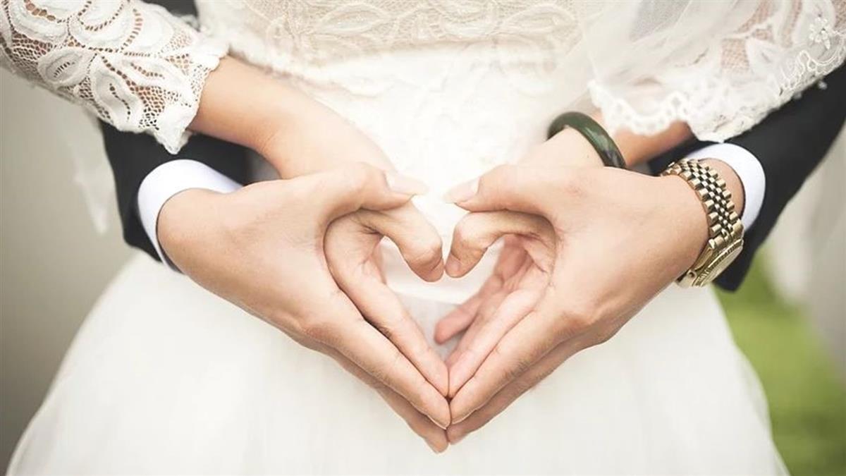 23K男交往3個月閃婚 一通電話勵志買房逼哭網