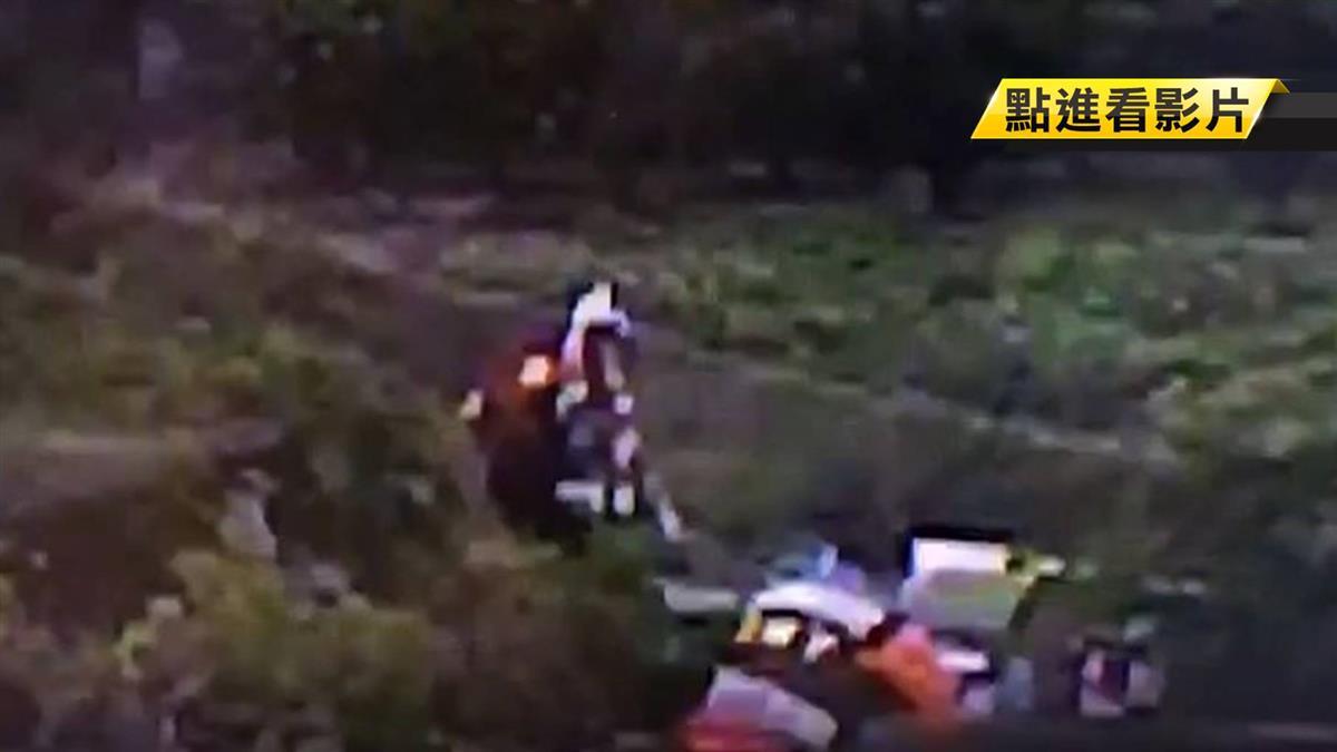押送通緝犯出車過 警國道翻車摔3公尺農田