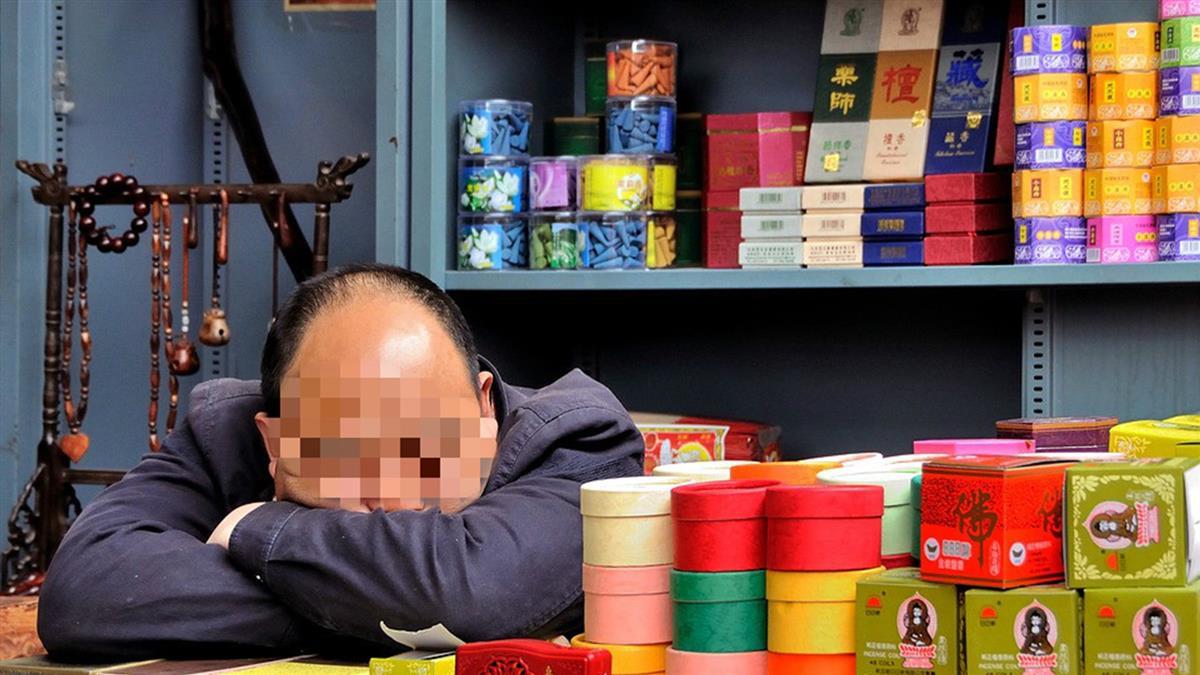 肥胖男午休趴睡…險永久失明 醫揭致命關鍵