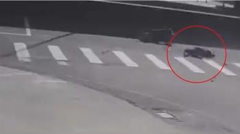 單親女大生撞轎車不治 警:機車闖紅燈