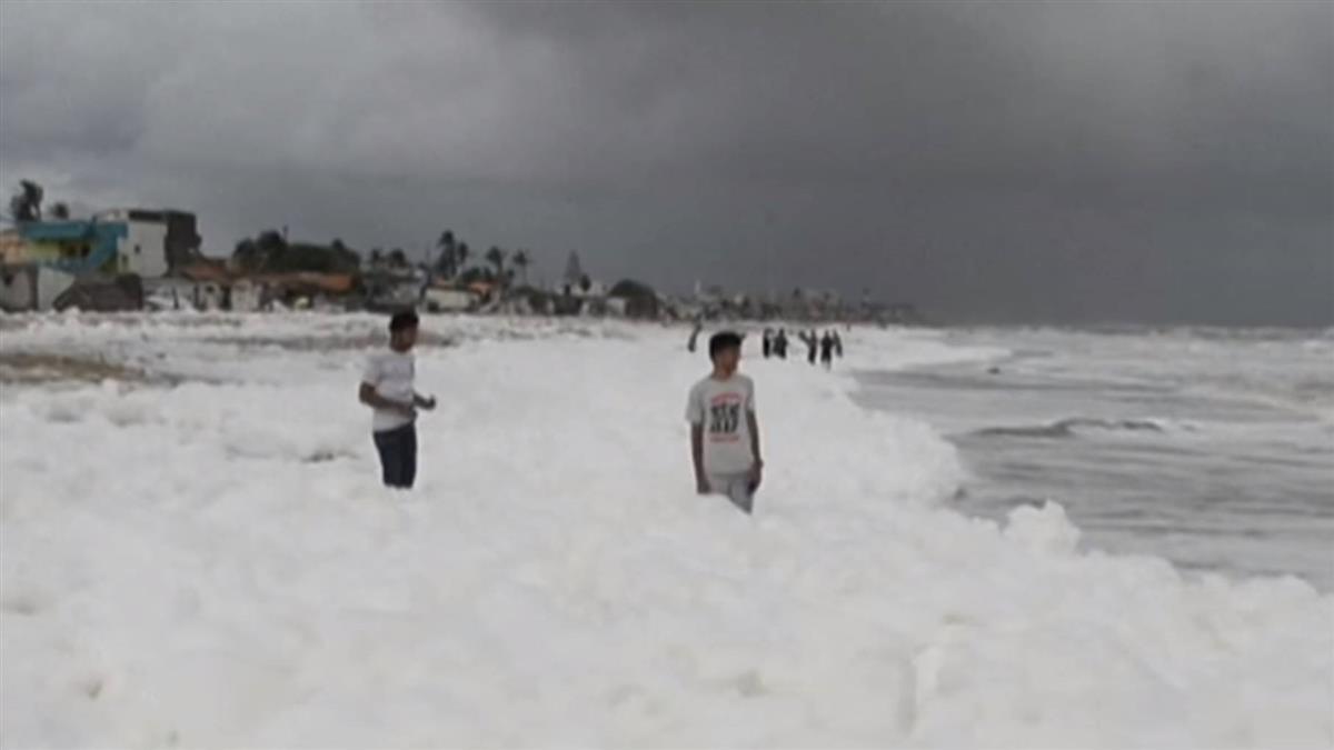 印度海灘白色泡沫超浪漫? 專家:有毒物質