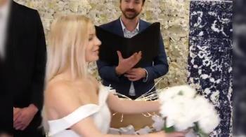 正妹聽閨蜜一句話點頭嫁 新郎竟是藍色地毯