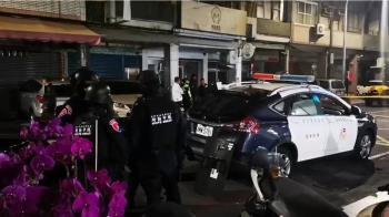 開百槍對峙逾13hrs!國民黨部炸彈客中彈送醫