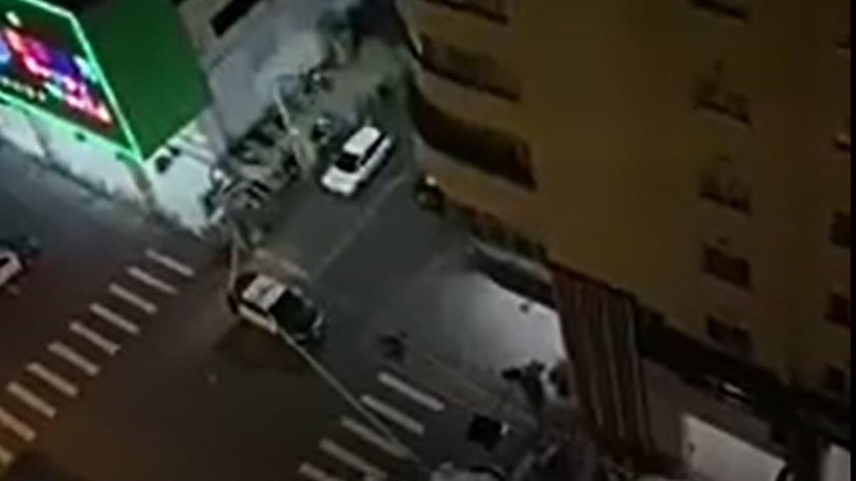 警開百槍圍捕炸彈客 居民酸:沒死早跑了