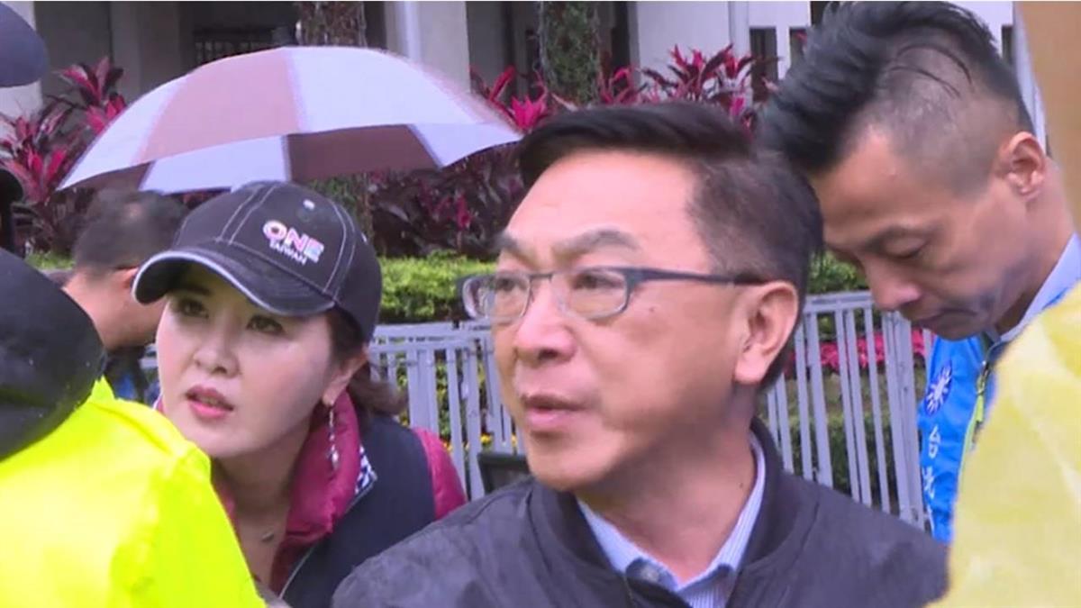 陳宜民推女警挨告 赴警局搭公務車躲媒體