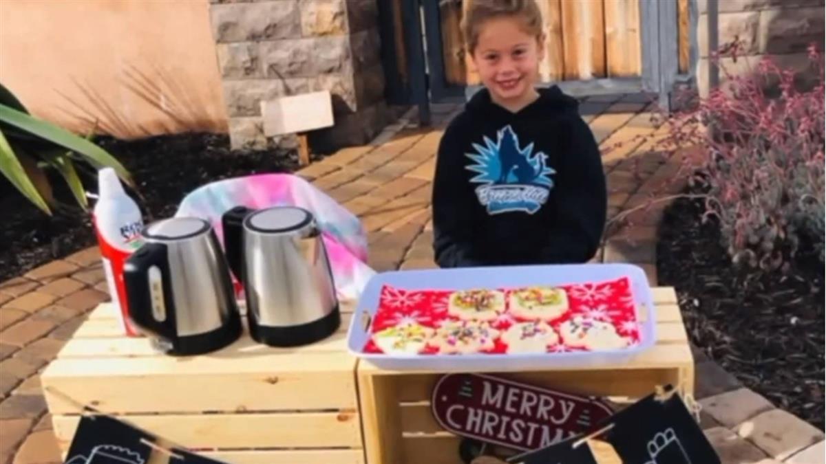 同學付不起午餐 5歲女童擺攤幫123人繳清