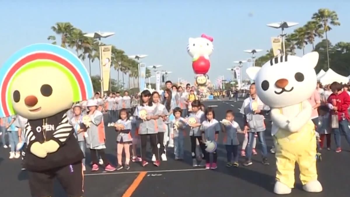 萌翻!時代大道氣球大遊行吸大批民眾參加