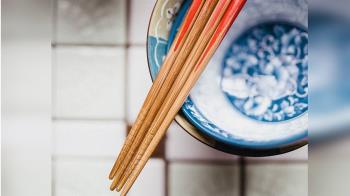 用筷十大禁忌 你犯了幾個?