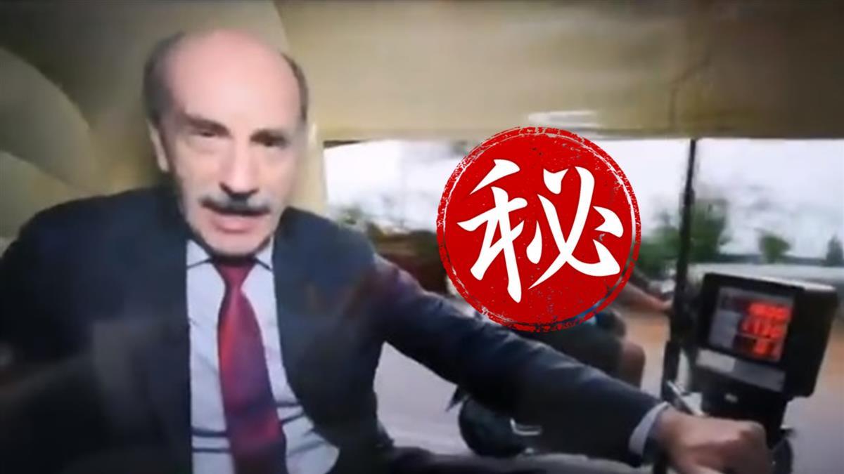 節目直播赫見大白狗騎車亂入 超帥身影爆紅