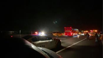 國三連環撞車禍 駕駛、女乘客遭拋車外不治