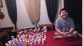 9歲童抗癌3年 淚吞最後一顆藥:打敗它了
