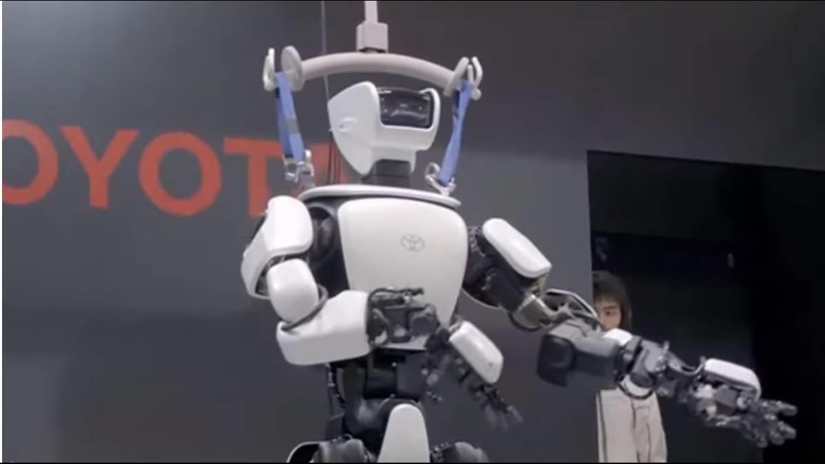 大力士機器人曝光 闖危險區英雄救美?