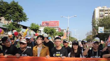 1221高雄遊行開走 罷韓主辦:我們訴求都一樣
