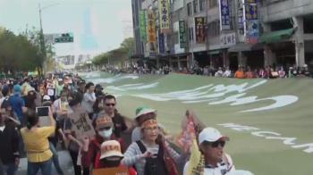 罷韓遊行人龍布條曝光 發起人喊話:贏回高雄
