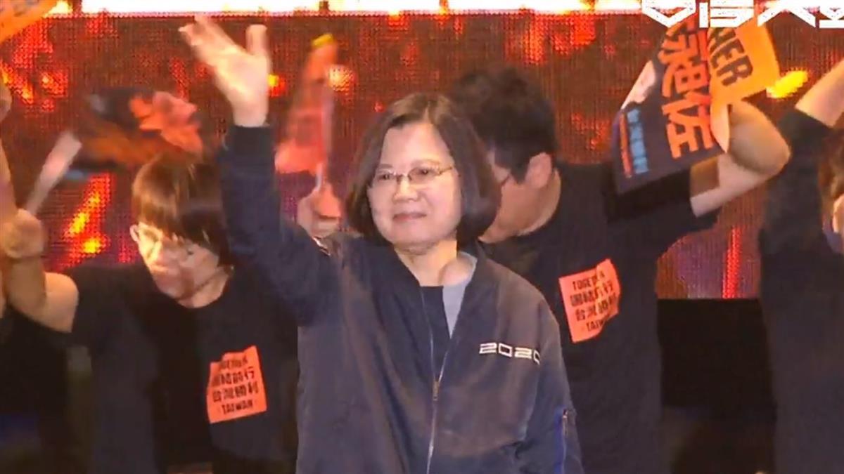 蔡英文凱道相挺林昶佐 高喊:我們一定贏