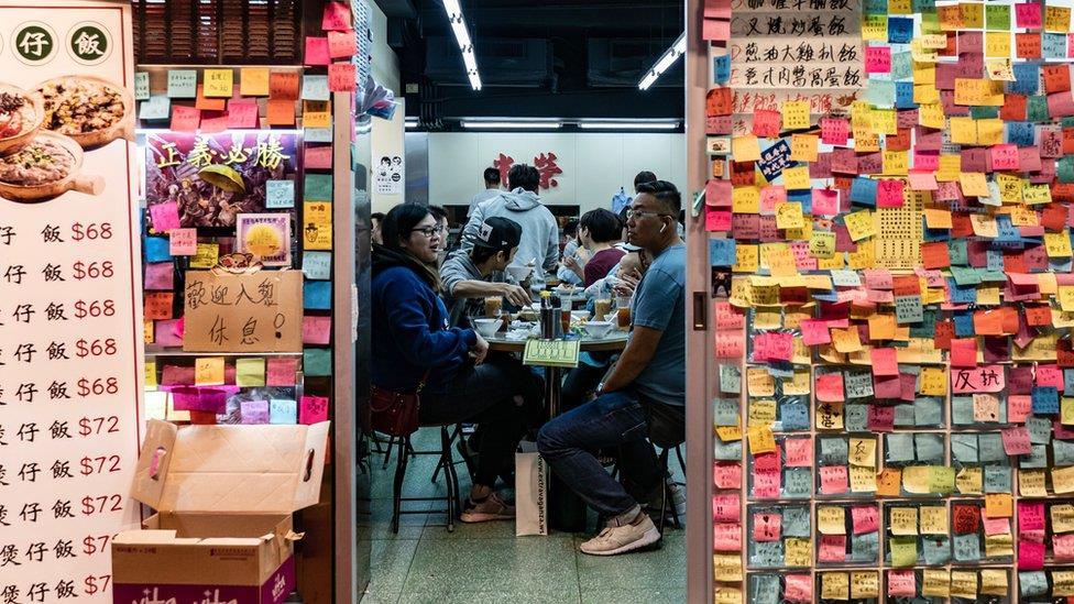 香港抗議:政治立場主導,消費分黃藍