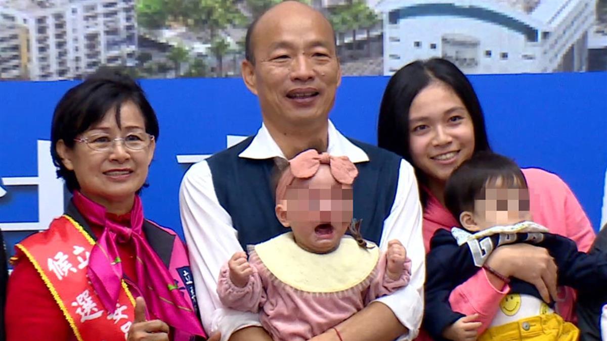 韓國瑜獻吻 女嬰握拳嚇哭!醫曝驚人案例