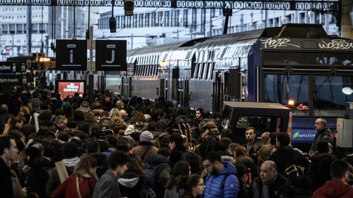 法國總統馬克宏呼籲聖誕新年期間暫停罷工