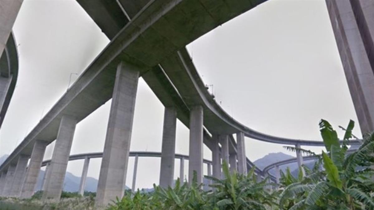 婦人疑翻越國道6號護欄摔落亡 夫搜GPS崩潰