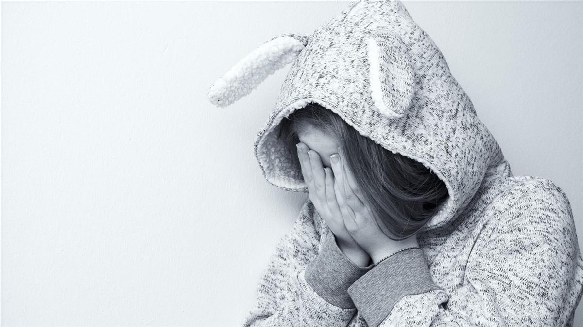 狼父每週性侵女兒上百次 被抓包竟險勒死她