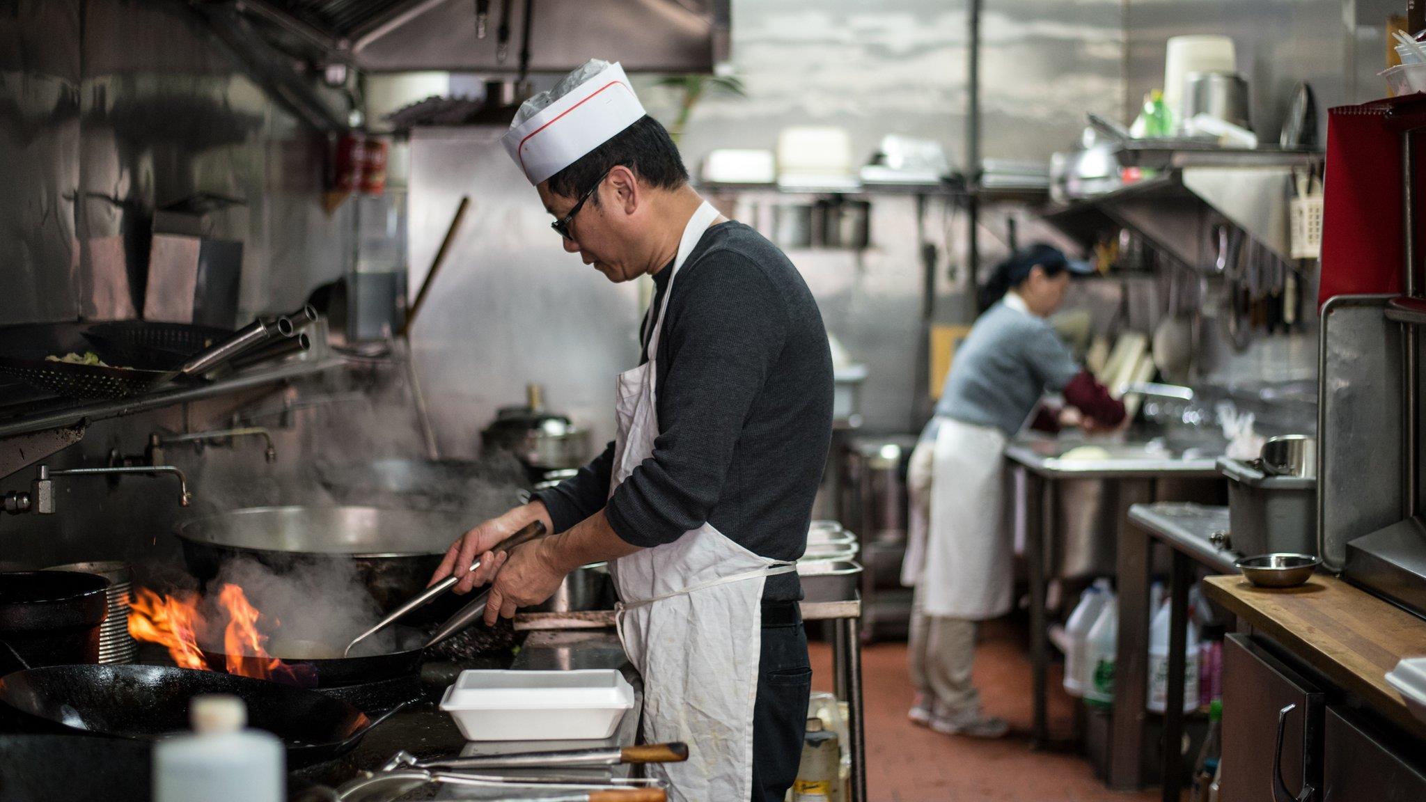 華裔攝影師鏡頭裏中餐館和懷揣「美國夢」的中國勞工