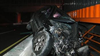 離奇!休旅車逆向停國道 駕駛遭撞飛慘死
