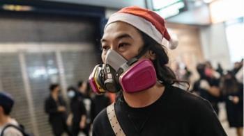 香港示威:商場示威、催淚彈襯出烽煙四起的聖誕節