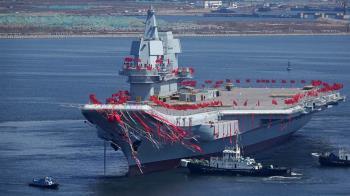 就是現在!陸首艘自製航母山東號 正通過台海