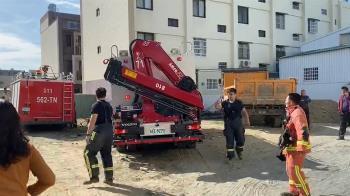彰化花壇工地圍牆倒塌 2人命危送醫