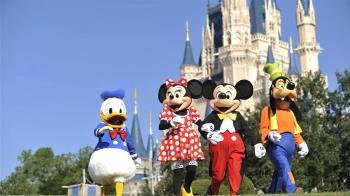 迪士尼樂園變調!色男邀米妮合照 竟3度襲胸