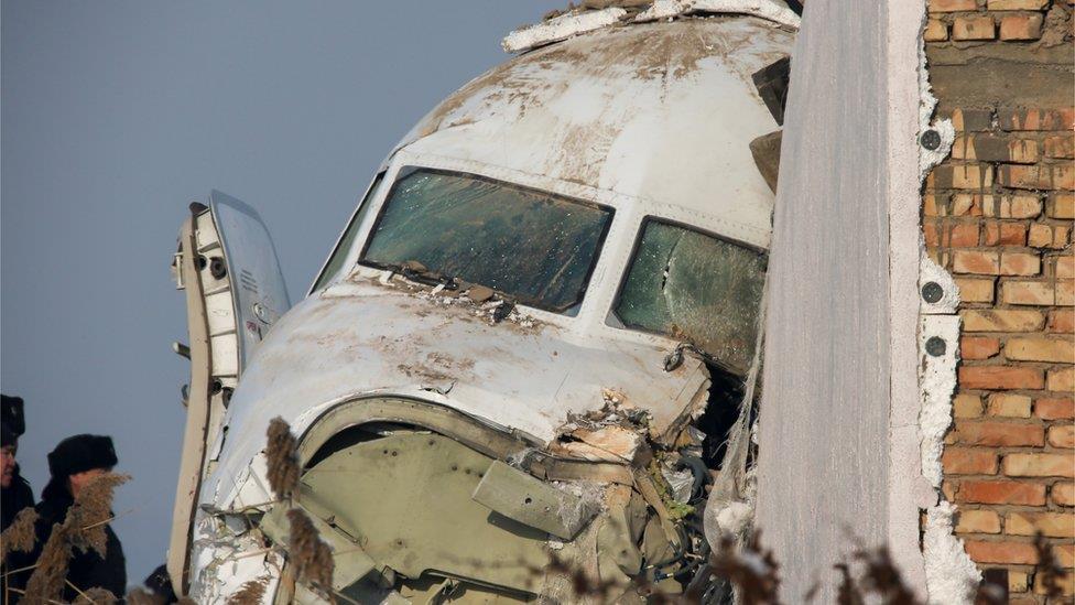 哈薩克斯坦空難:飛機升空一分鐘後墜毀至少12人罹難
