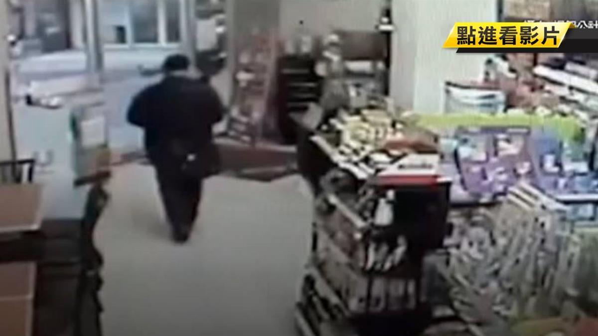 趁櫃台忙碌!黑衣男偷千元洋酒 店家氣炸