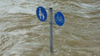 雅加達跨年夜暴雨引發洪災 至少9人喪命