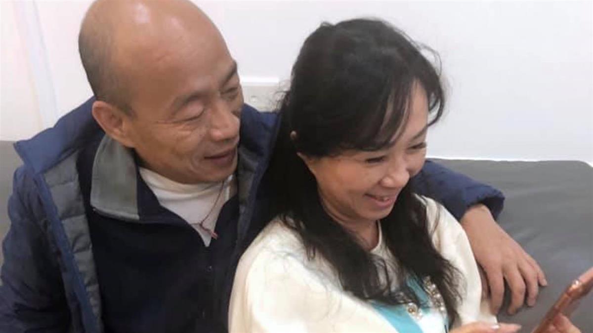 韓國瑜摟李佳芬放閃 喊話黑粉:越黑我們越好